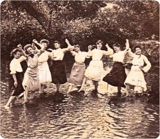victorian_women_dancing