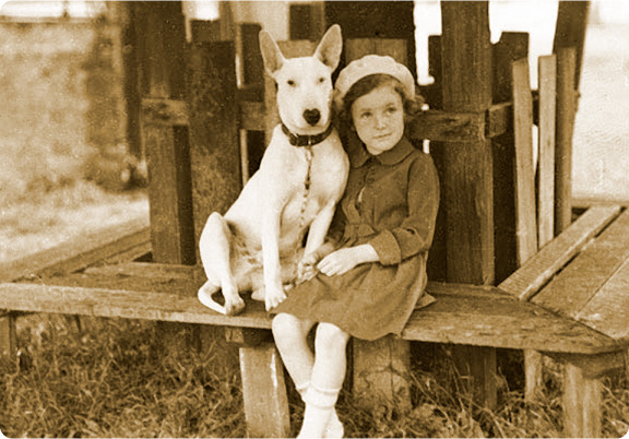 girl_with_terrier