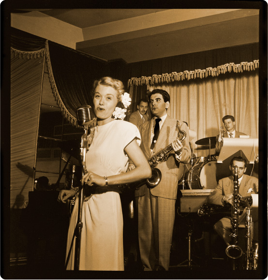 june_christy_singing_1946